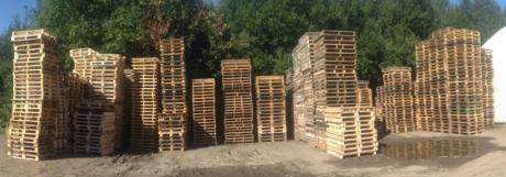 large stocks of reconditioned pallets